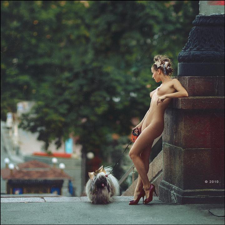 Фото в городе голых девушек