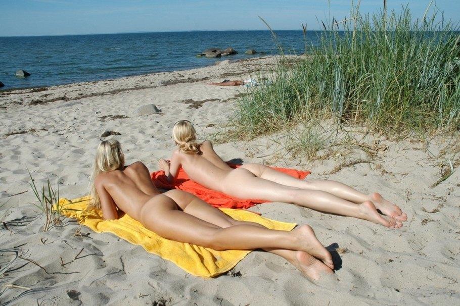 фото девушек с нудисткого пляжа