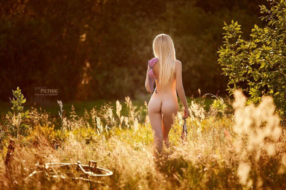 фотообои на рабочий стол осень голые девушки